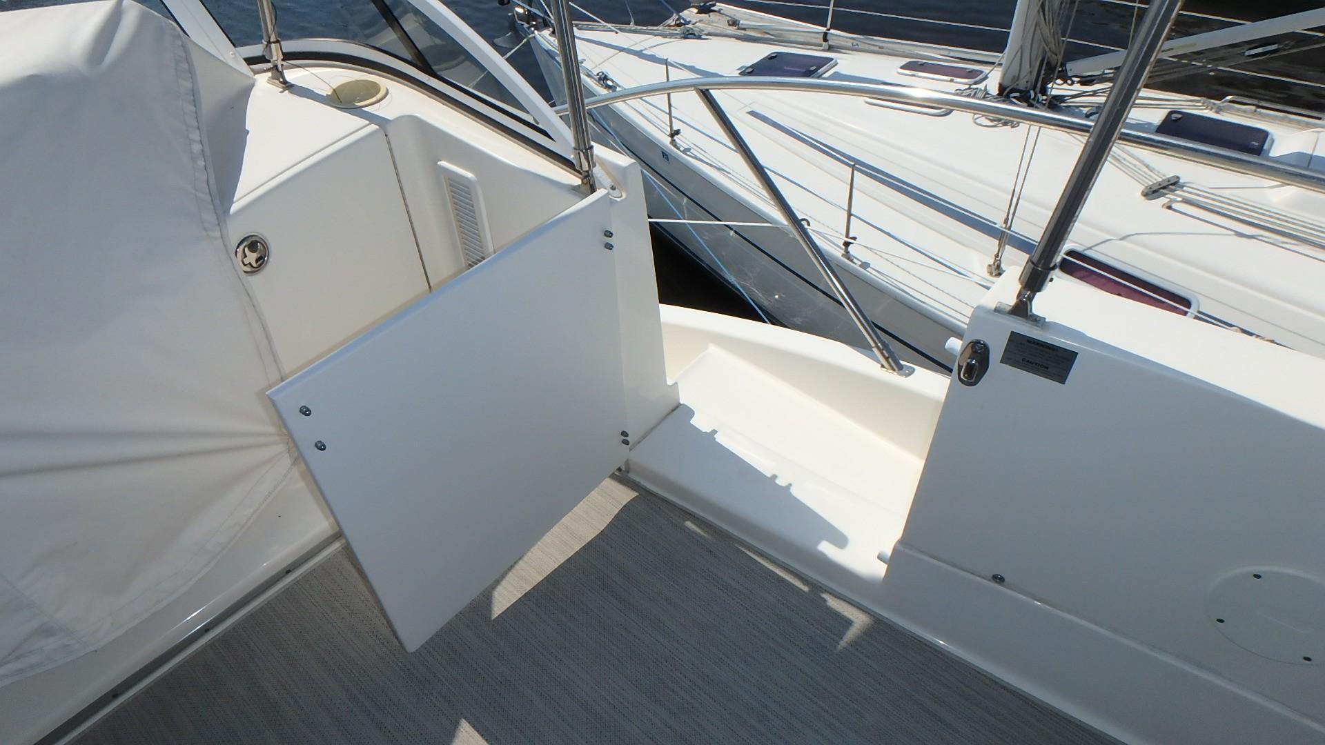 Silverton 35 Motor Yacht - Bow Access