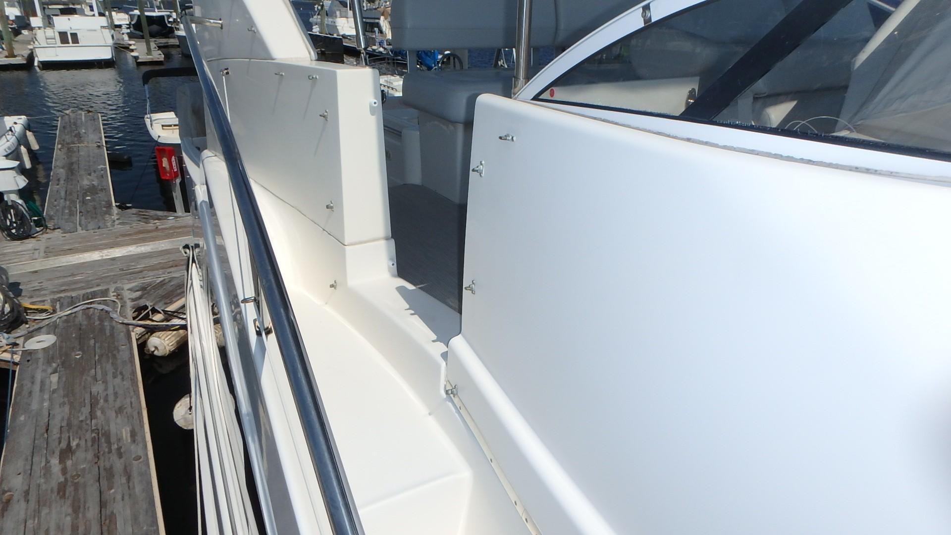 Silverton 35 Motor Yacht - Bridge Access from bow