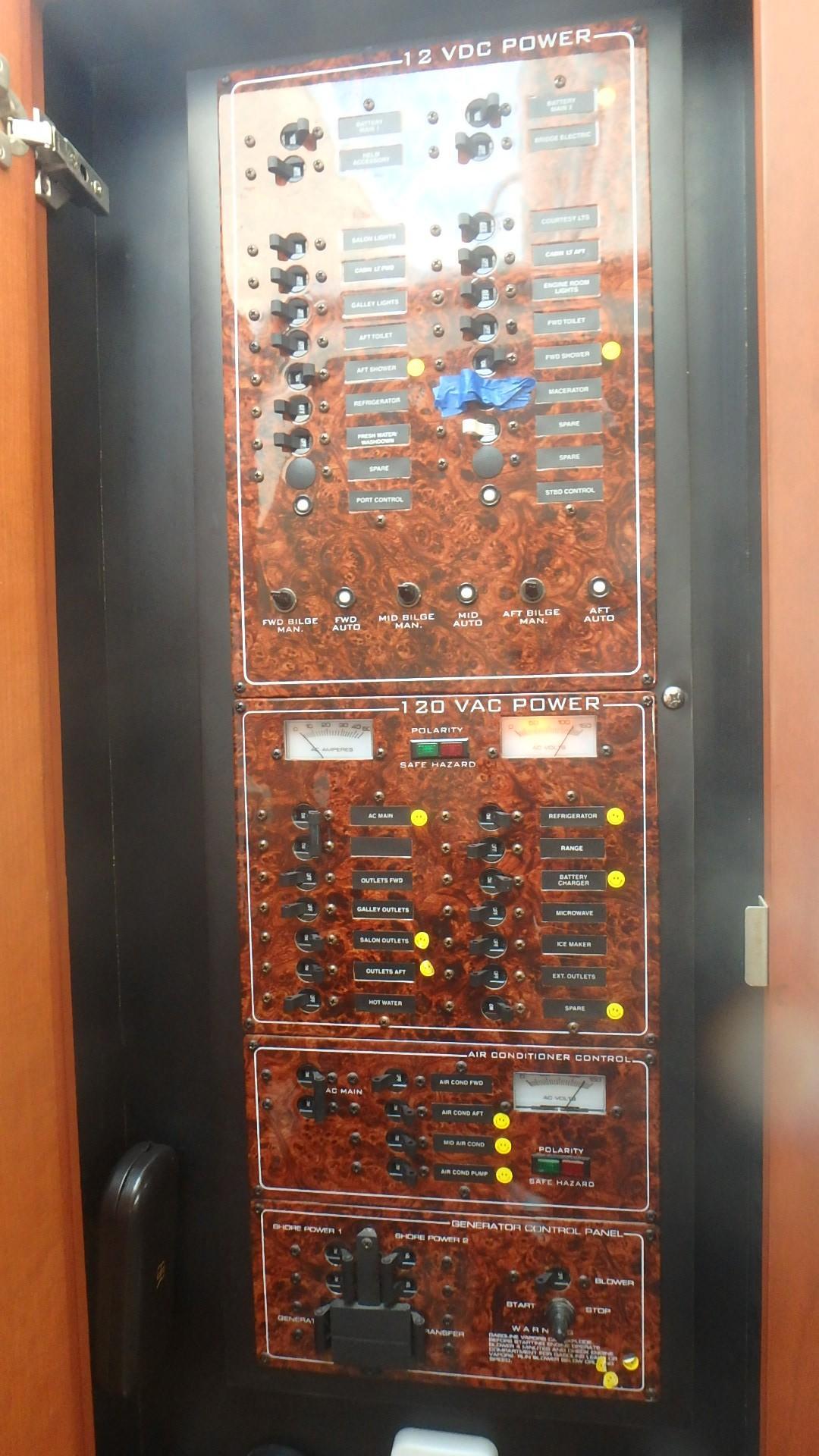 Silverton 35 Motor Yacht - Control Panel