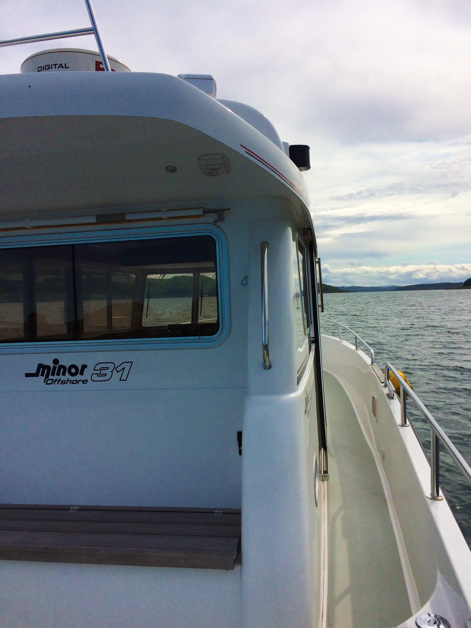 Minor Offshore 31 for sale - side deck