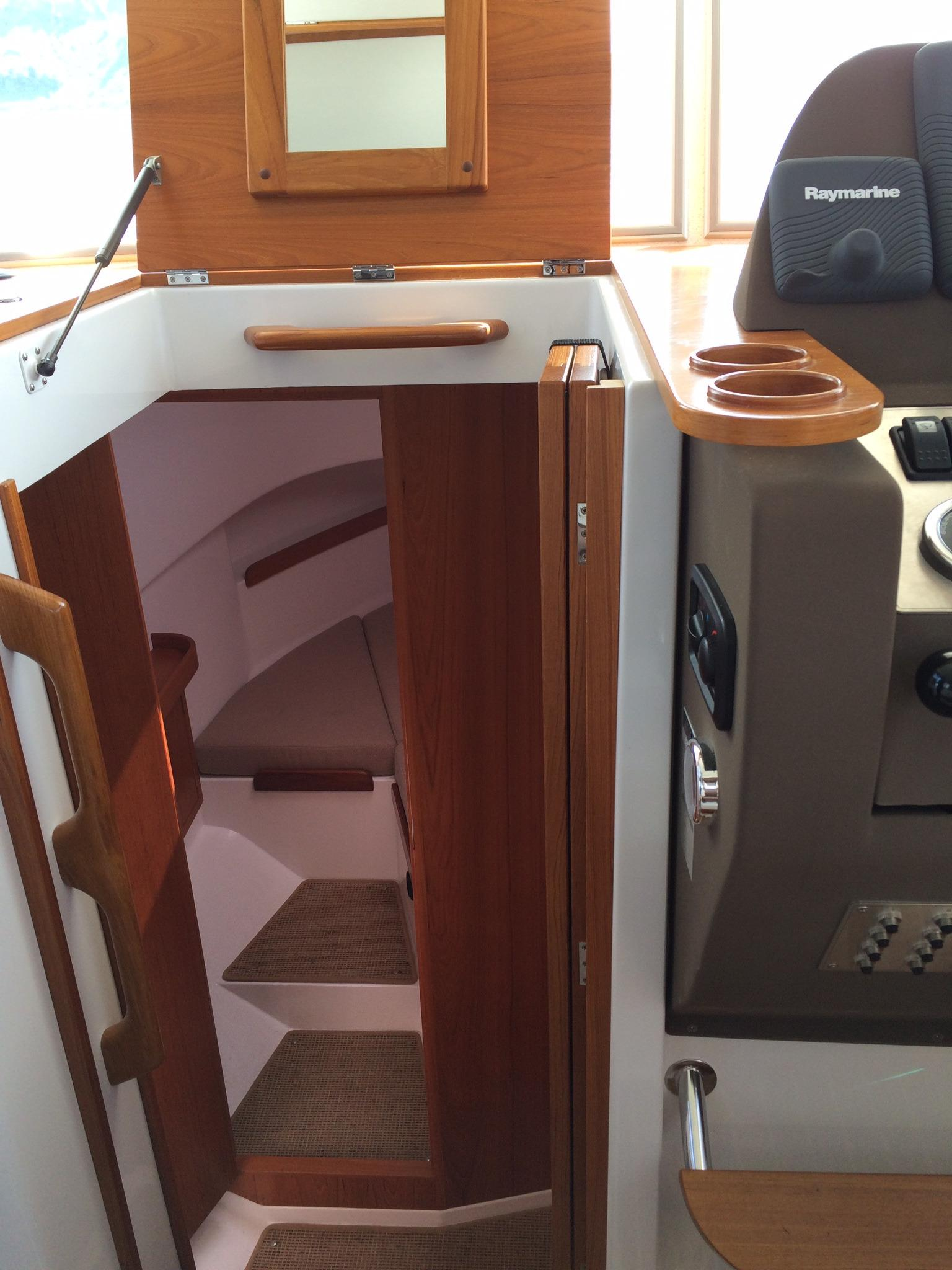 Minor Offshore 31 for sale - companionway