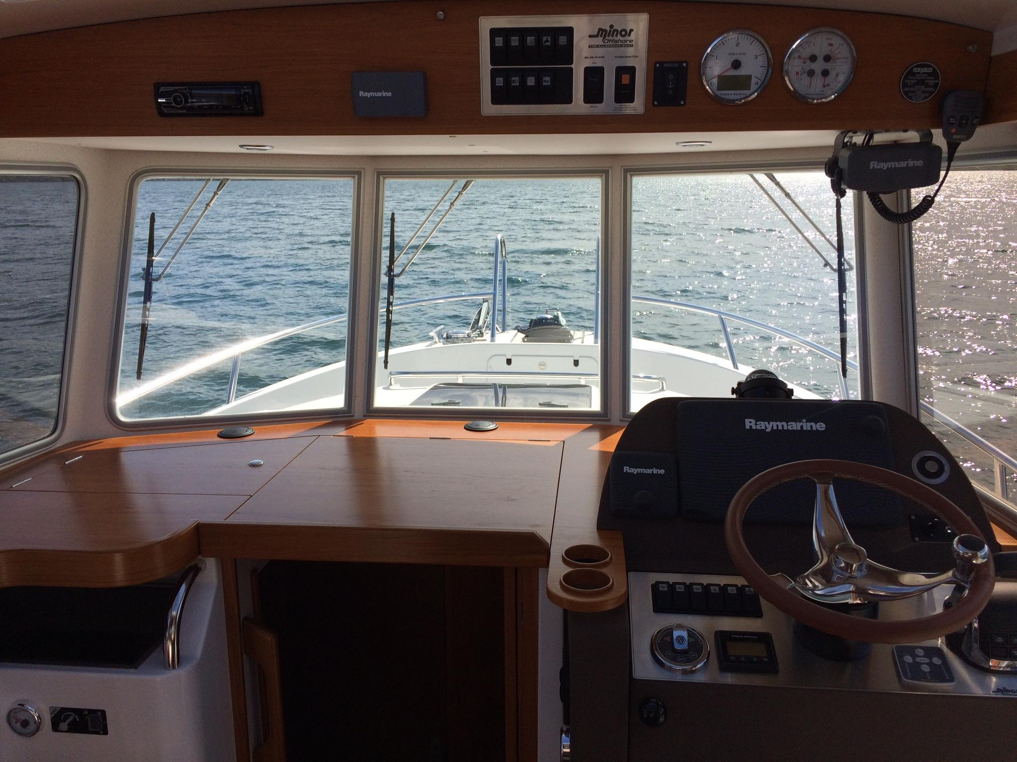 Minor Offshore 31 for sale - helm/view