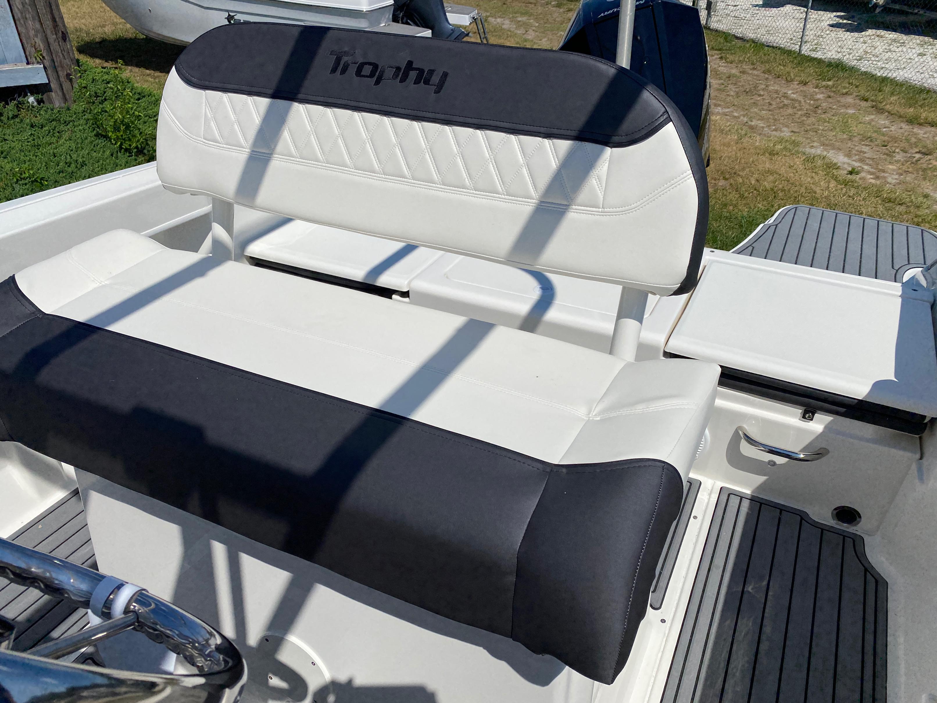 2020 Bayliner boat for sale, model of the boat is Trophy 22CC & Image # 9 of 17