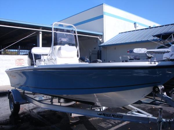 2018 Mako boat for sale, model of the boat is 19 CPX & Image # 2 of 11