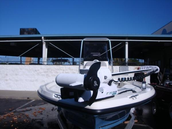 2018 Mako boat for sale, model of the boat is 19 CPX & Image # 4 of 11