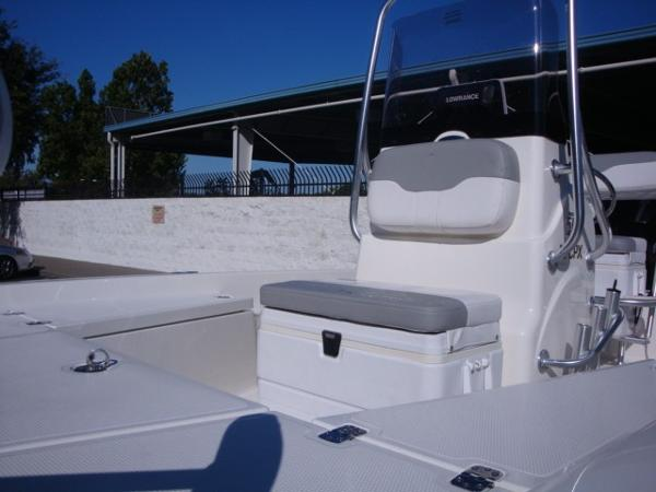 2018 Mako boat for sale, model of the boat is 19 CPX & Image # 9 of 11
