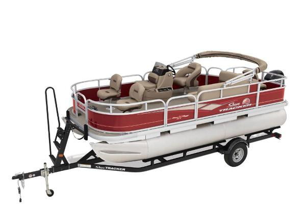 2018 Sun Tracker boat for sale, model of the boat is Bass Buggy 18 DLX & Image # 2 of 9