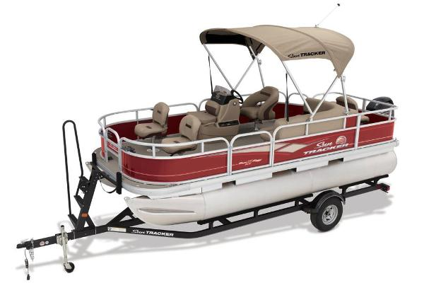 2018 Sun Tracker boat for sale, model of the boat is Bass Buggy 18 DLX & Image # 3 of 9