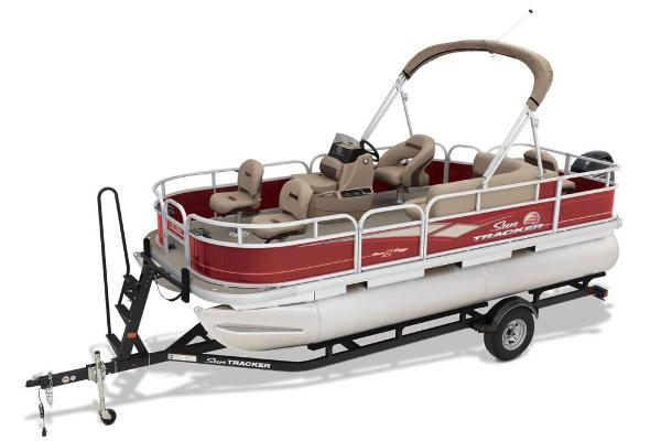 2018 Sun Tracker boat for sale, model of the boat is Bass Buggy 18 DLX & Image # 4 of 9
