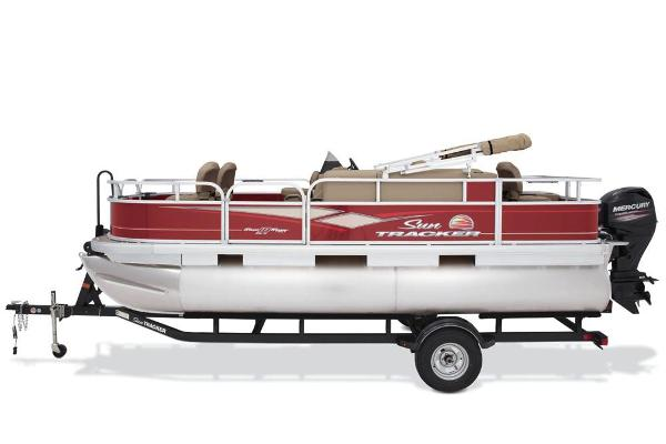 2018 Sun Tracker boat for sale, model of the boat is Bass Buggy 18 DLX & Image # 5 of 9
