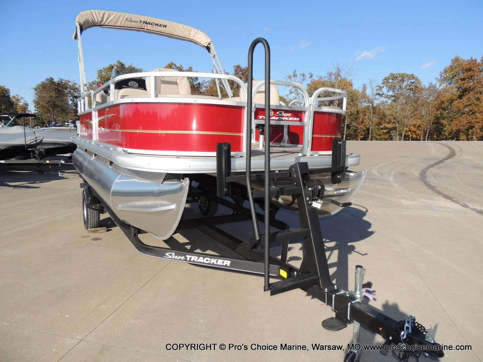 2020 Sun Tracker boat for sale, model of the boat is Bass Buggy 18 DLX & Image # 19 of 50