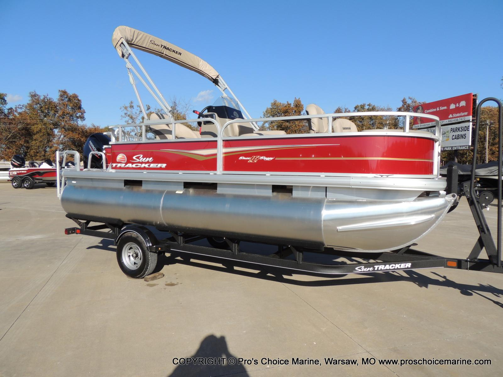 2020 Sun Tracker boat for sale, model of the boat is Bass Buggy 18 DLX & Image # 2 of 50
