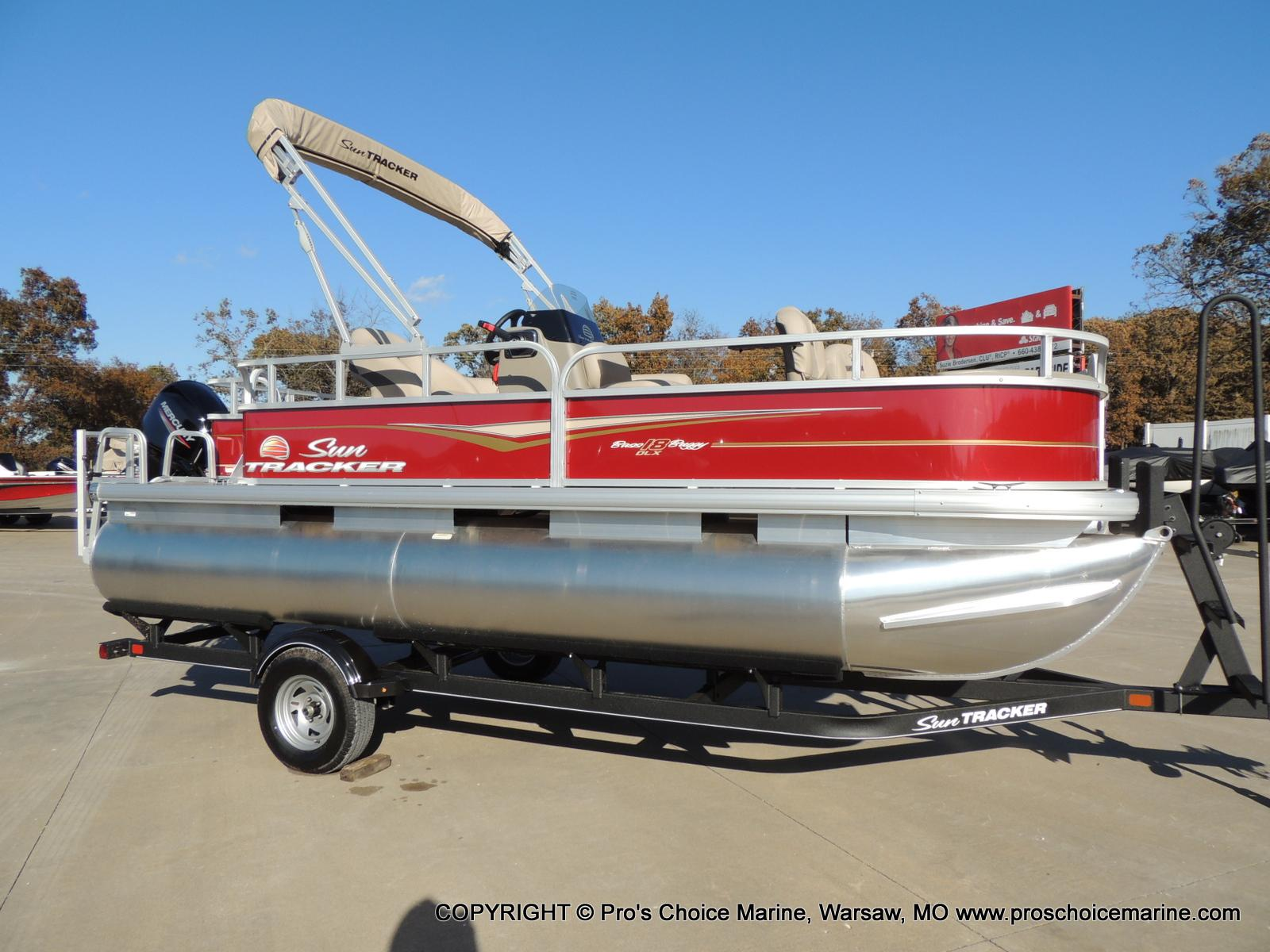 2020 Sun Tracker boat for sale, model of the boat is Bass Buggy 18 DLX & Image # 3 of 50
