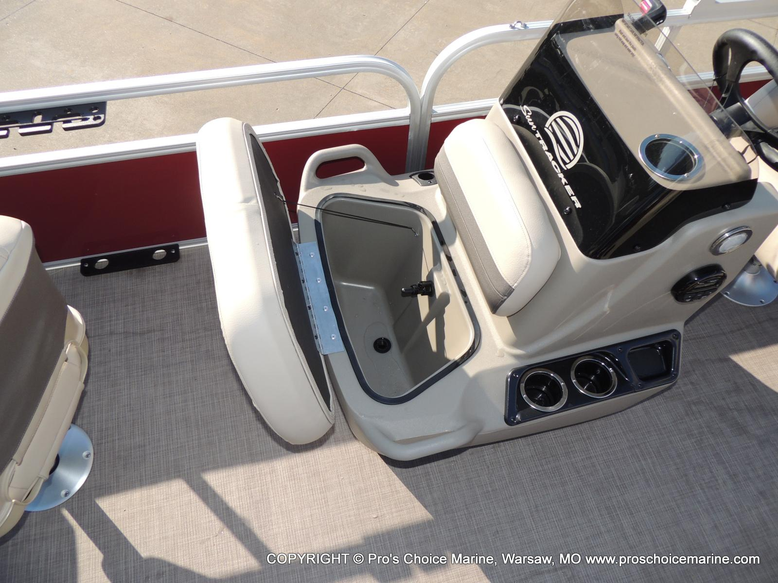 2020 Sun Tracker boat for sale, model of the boat is Bass Buggy 18 DLX & Image # 30 of 50