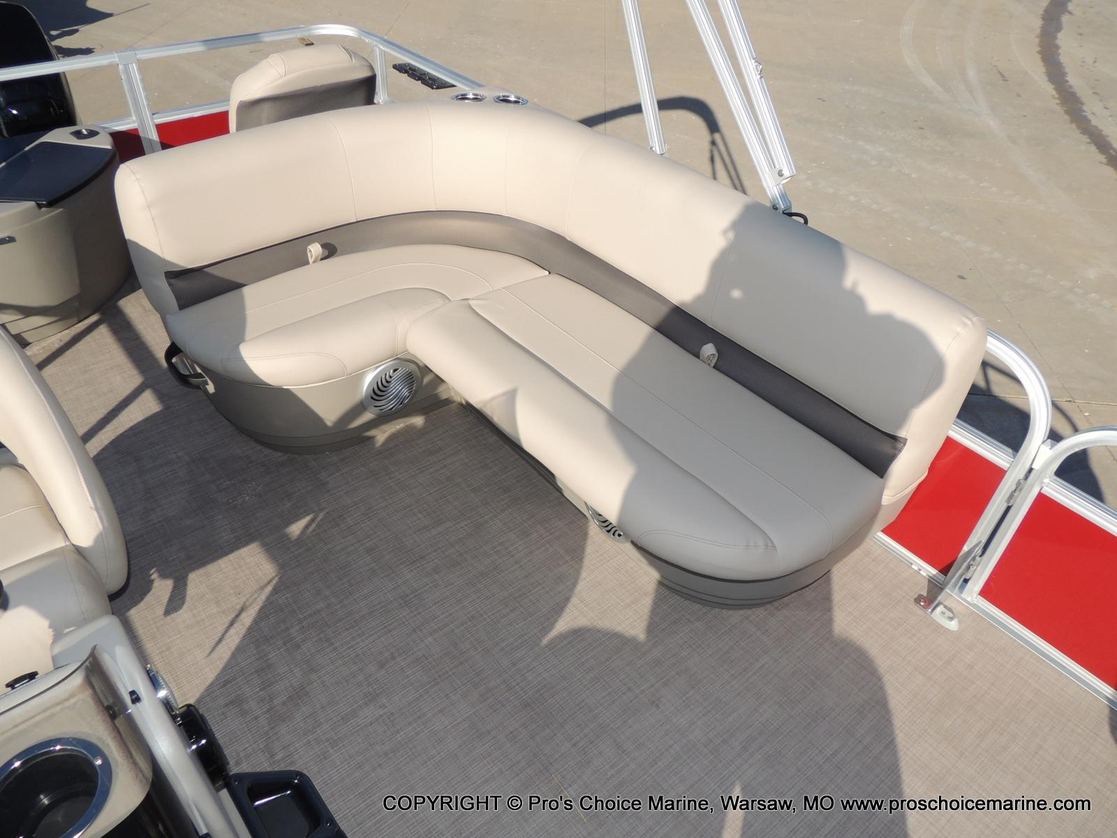 2020 Sun Tracker boat for sale, model of the boat is Bass Buggy 18 DLX & Image # 31 of 50