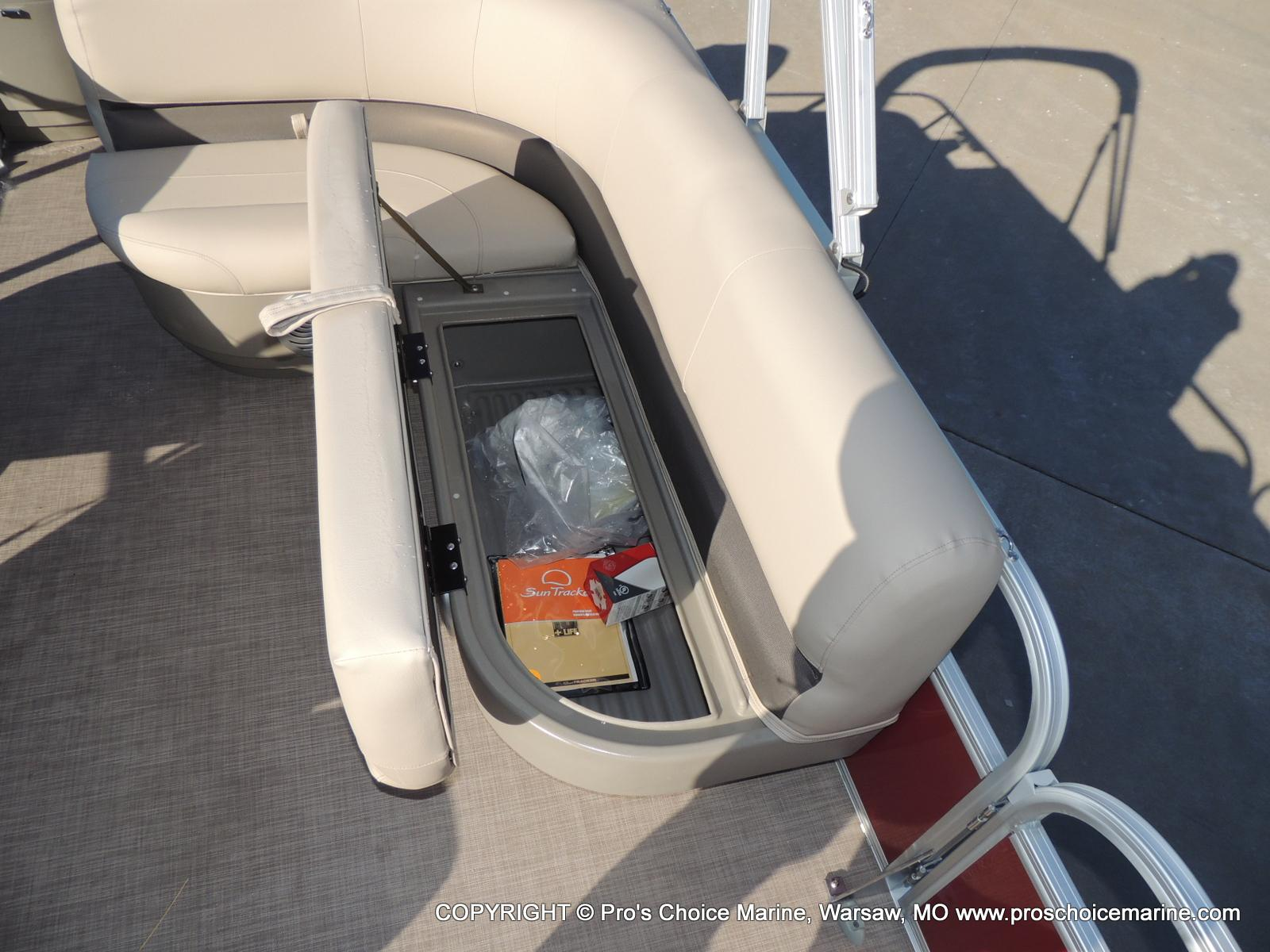 2020 Sun Tracker boat for sale, model of the boat is Bass Buggy 18 DLX & Image # 36 of 50