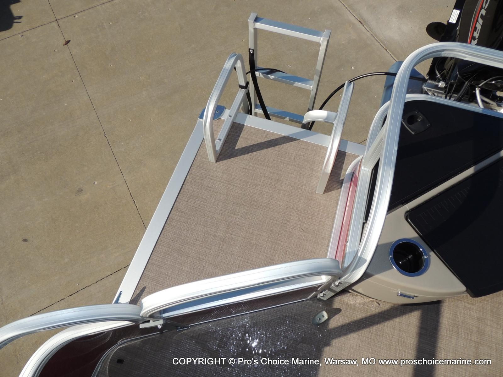 2020 Sun Tracker boat for sale, model of the boat is Bass Buggy 18 DLX & Image # 37 of 50