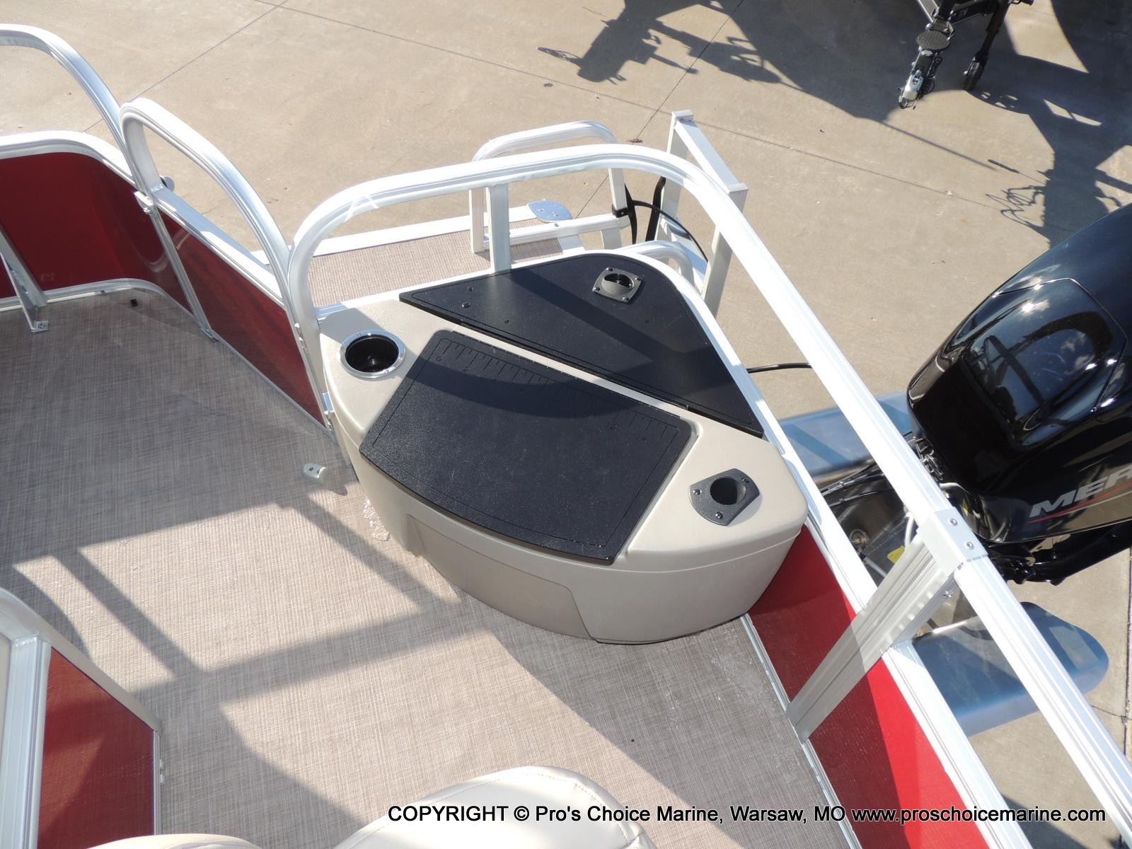 2020 Sun Tracker boat for sale, model of the boat is Bass Buggy 18 DLX & Image # 38 of 50