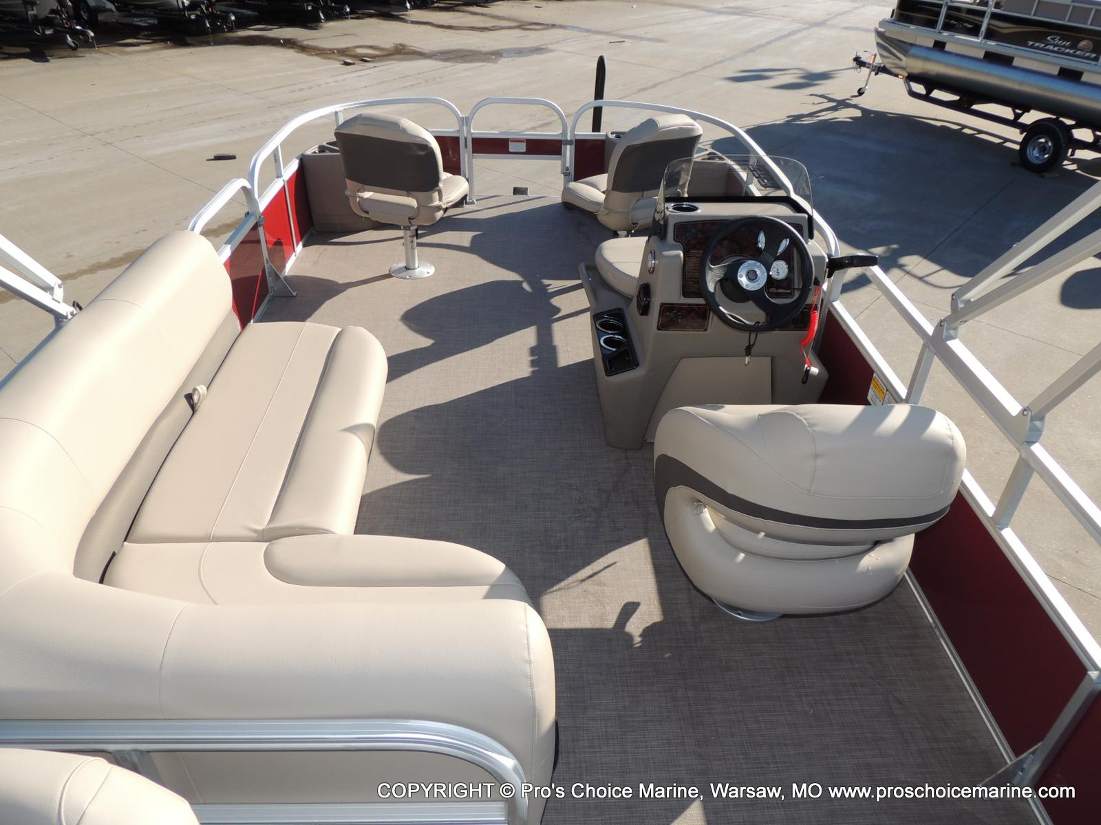 2020 Sun Tracker boat for sale, model of the boat is Bass Buggy 18 DLX & Image # 39 of 50
