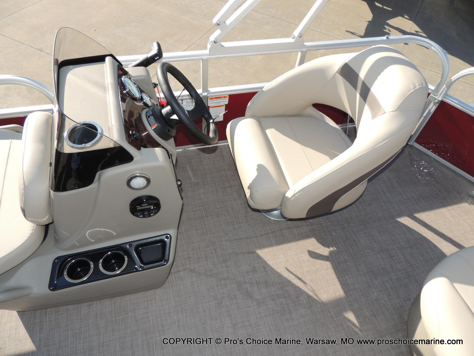 2020 Sun Tracker boat for sale, model of the boat is Bass Buggy 18 DLX & Image # 45 of 50