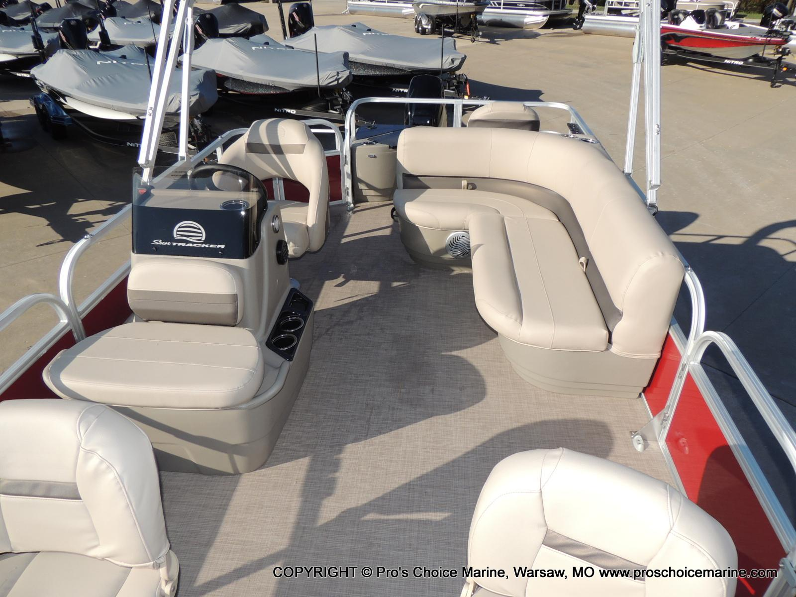 2020 Sun Tracker boat for sale, model of the boat is Bass Buggy 18 DLX & Image # 7 of 50