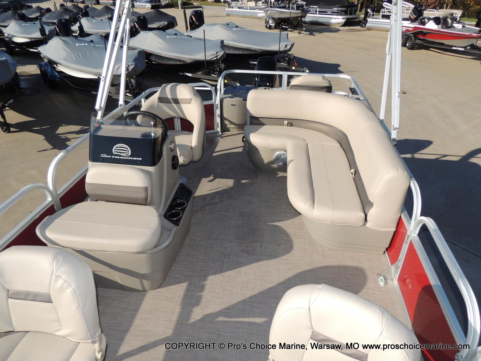 2020 Sun Tracker boat for sale, model of the boat is Bass Buggy 18 DLX & Image # 8 of 50