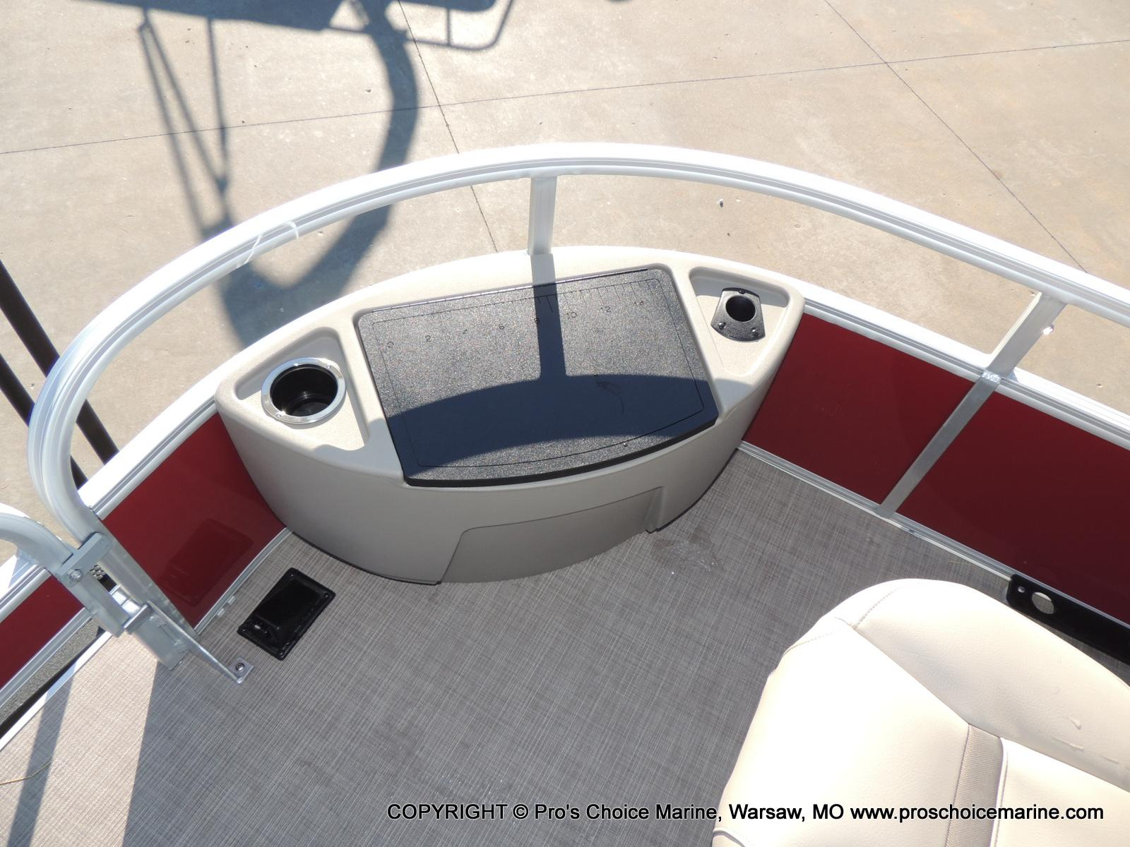 2020 Sun Tracker boat for sale, model of the boat is Bass Buggy 18 DLX & Image # 9 of 50