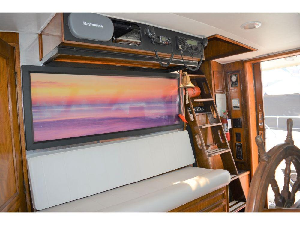 Hatteras Motor Yacht - Pilothouse Seating