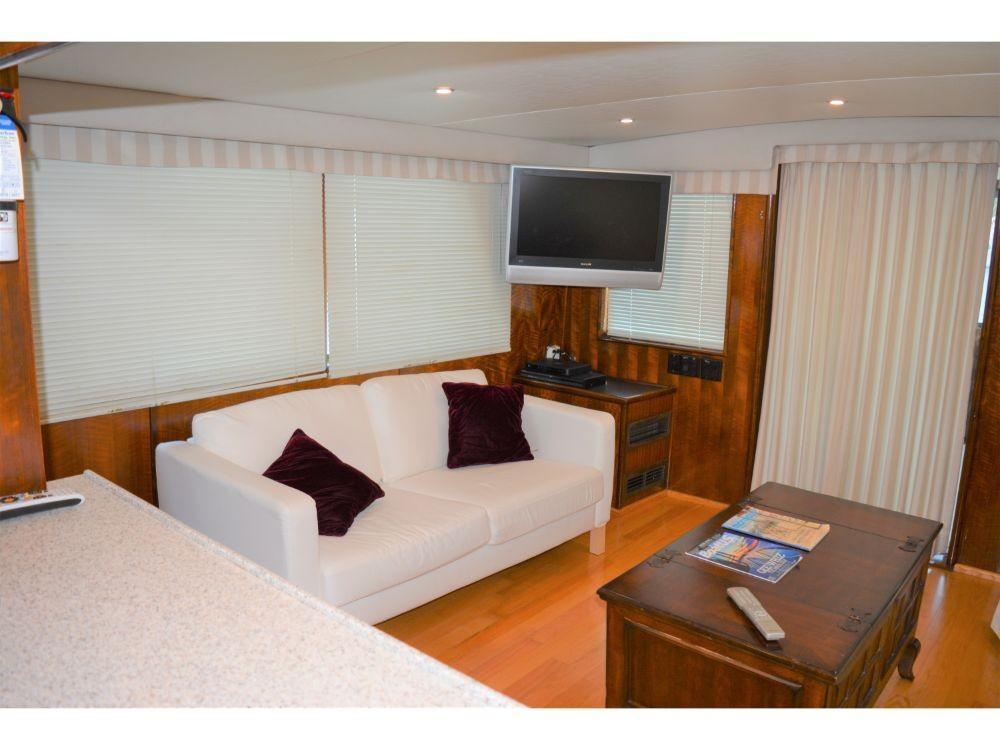 Hatteras 58 Motor Yacht - Salon