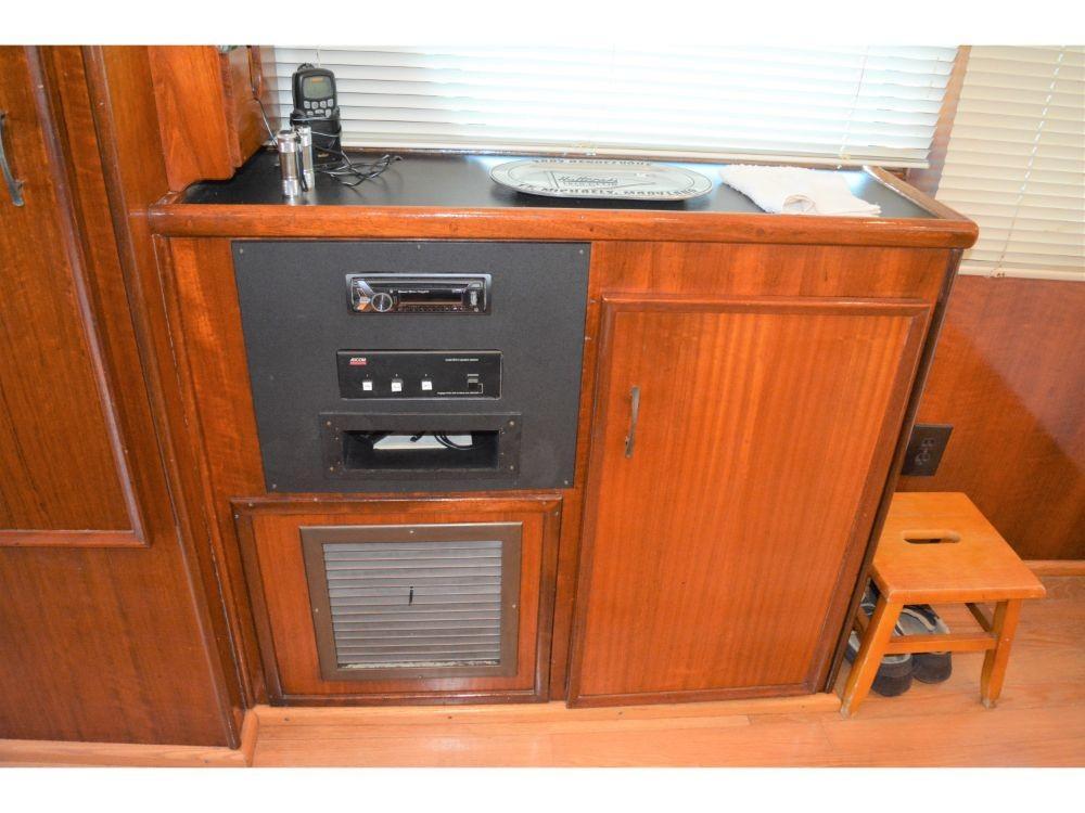 Hatteras 58 Motor Yacht - Stereo