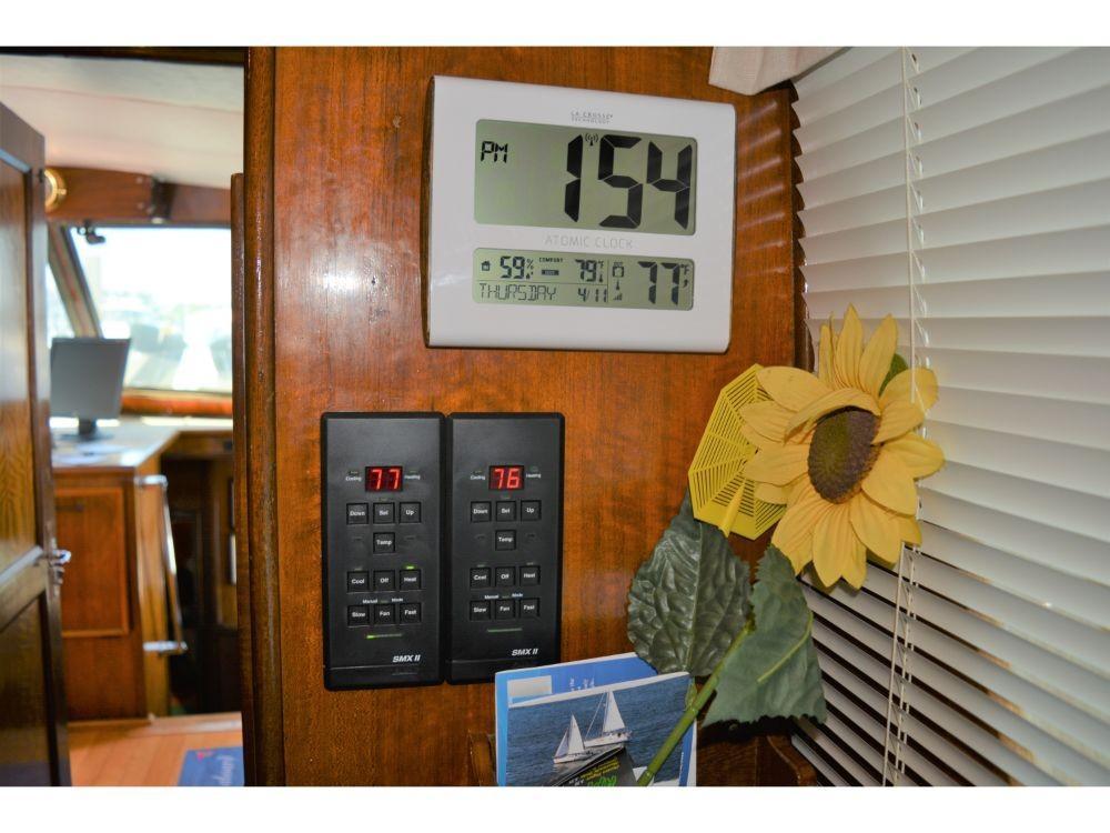 Hatteras 58 Motor Yacht - AC/Heat Controls