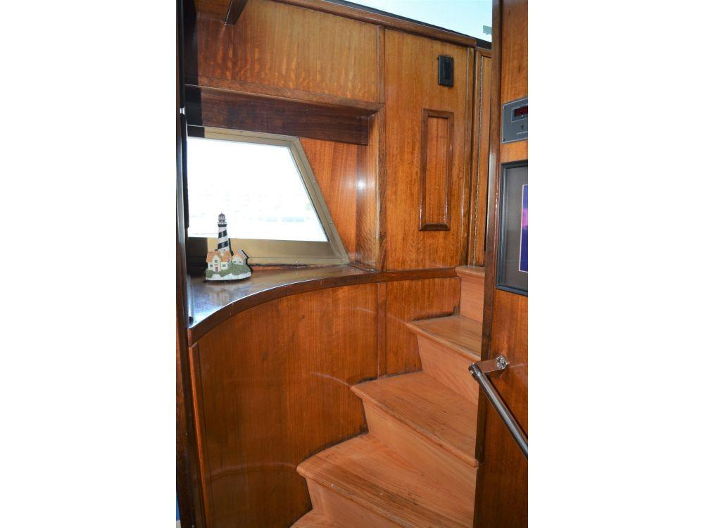 Hatteras 58 Motor Yacht - Stairway to Staterooms