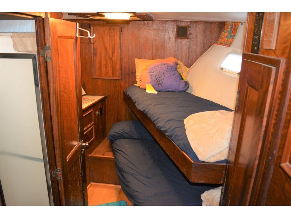 Hatteras 58 Motor Yacht - Forward Cabin