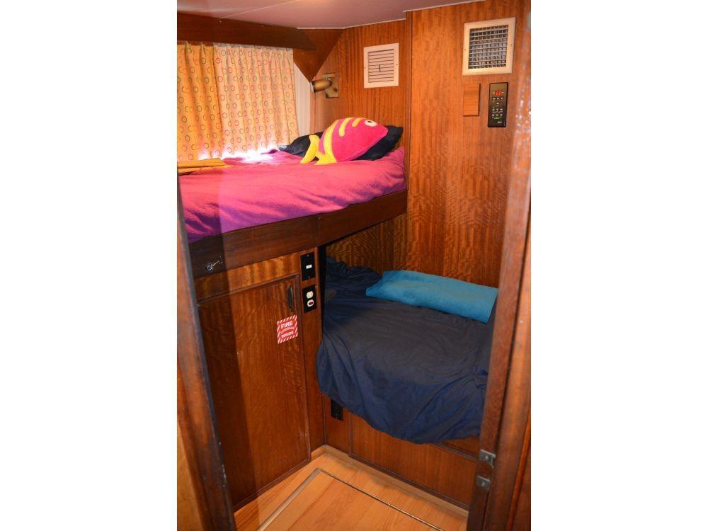 Hatteras 58 Motor Yacht - Portside Guest Cabin