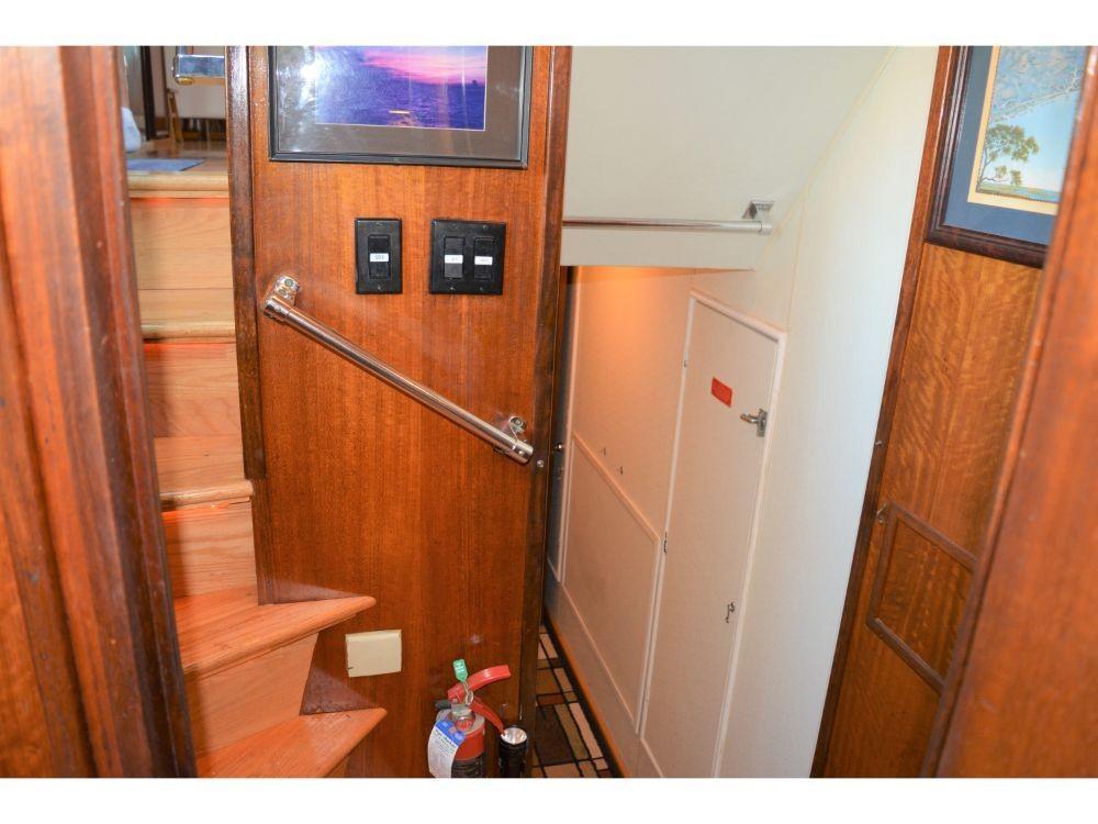 Hatteras 58 Motor Yacht - Stairway Landing