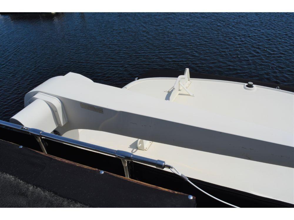Hatteras 58 Motor Yacht - Davit