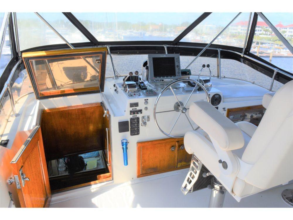 Hatteras 58 Motor Yacht - Upper Helm 2