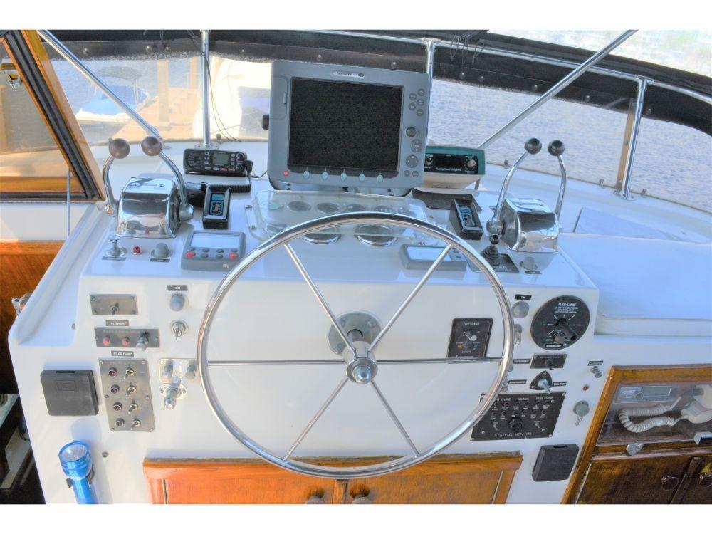 Hatteras 58 Motor Yacht - Upper Helm 3