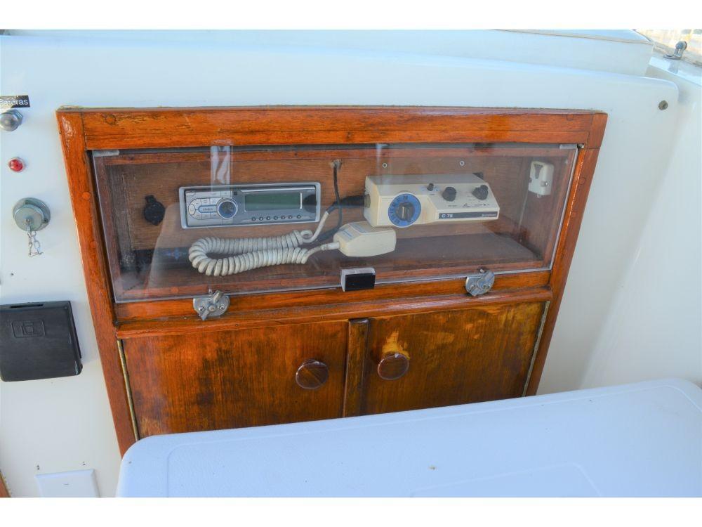 Hatteras 58 Motor Yacht - Radio and VHF Radio