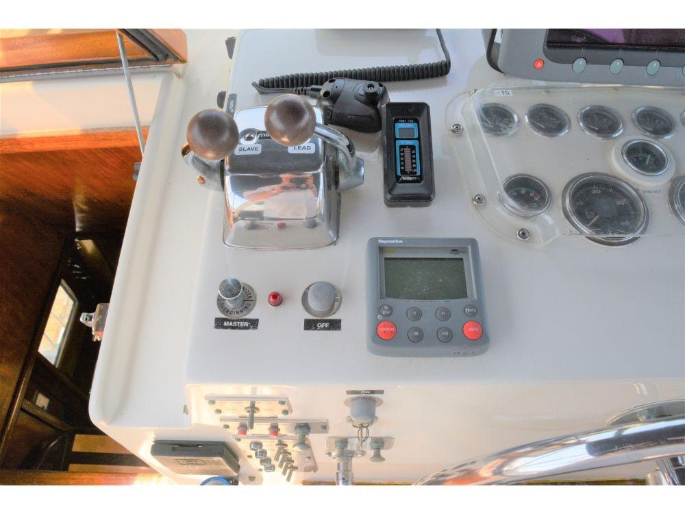 Hatteras 58 Motor Yacht - Helm Controls