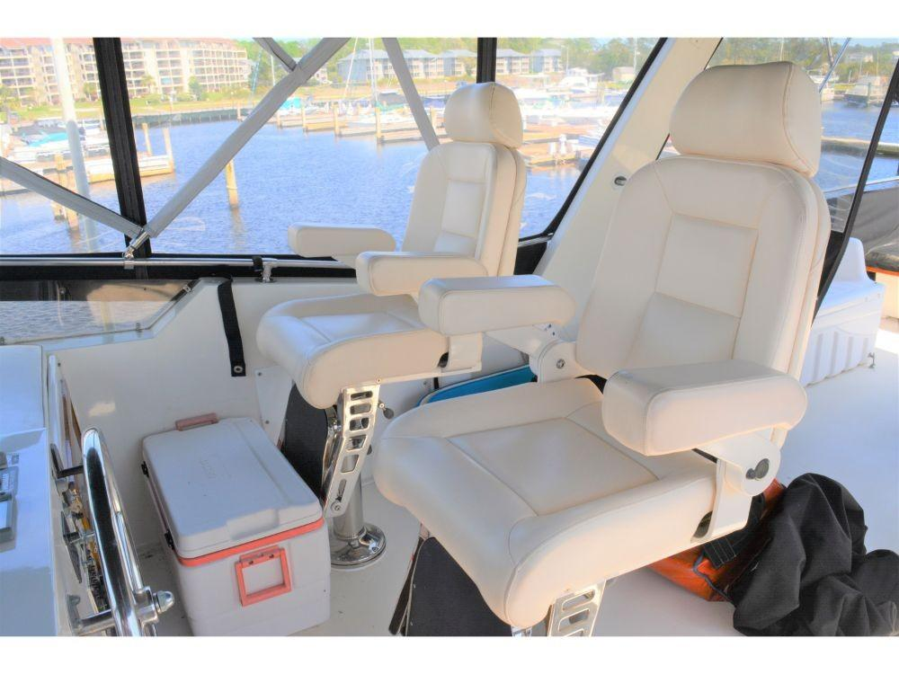 Hatteras Motor Yacht - Upper Helm Seating
