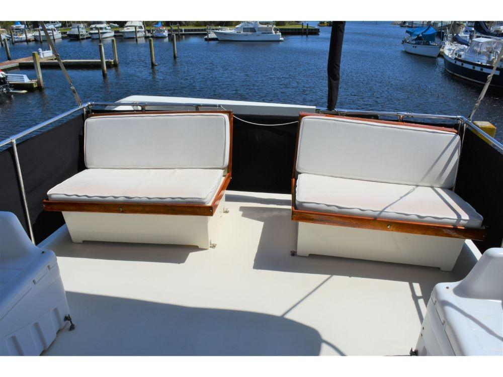 Hatteras Motor Yacht - Bridge Seating