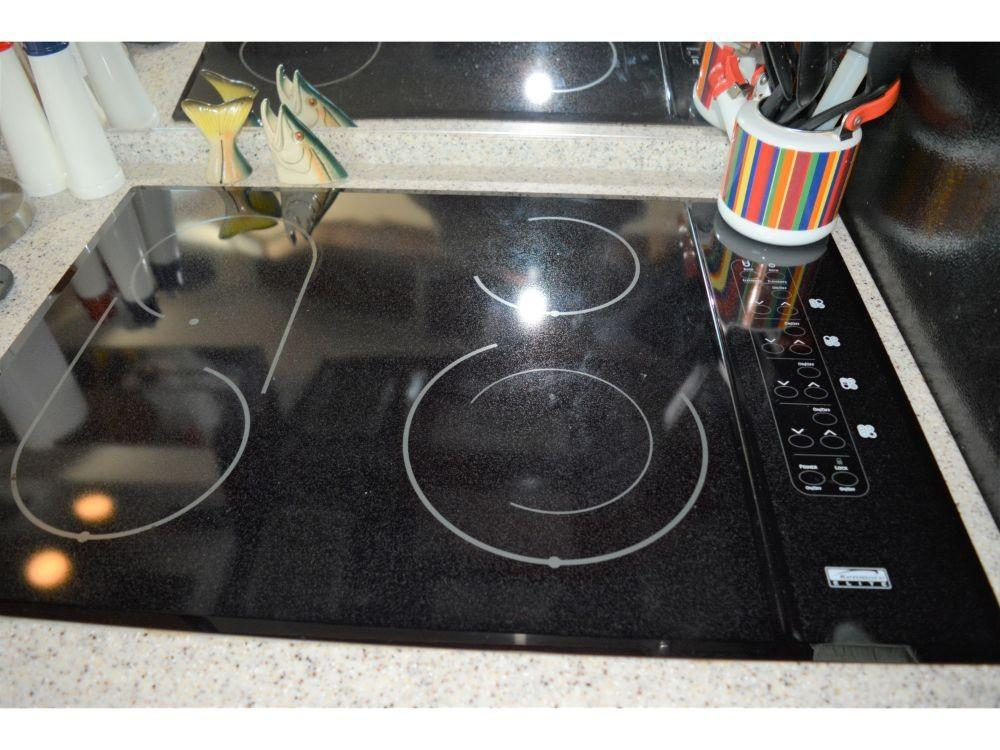 Hatteras Motor Yacht - Galley Cooktop