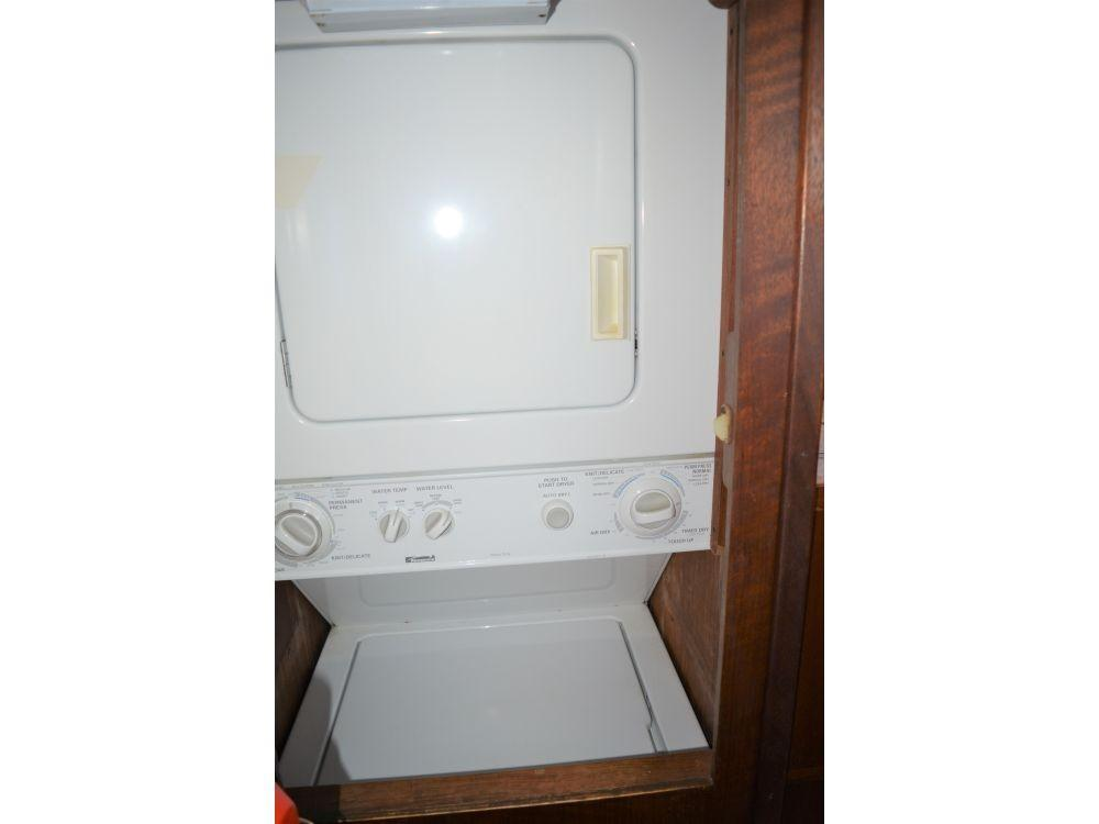 Hatteras Motor Yacht - Washer and Dryer