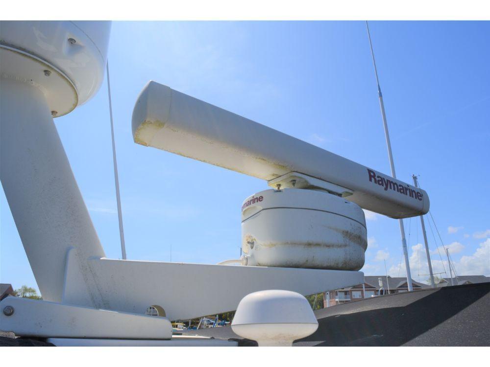 Hatteras 58 Motor Yacht - Radar