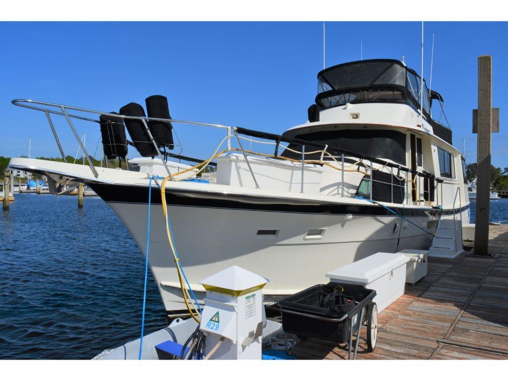 Hatteras 58 Motor Yacht - Bow
