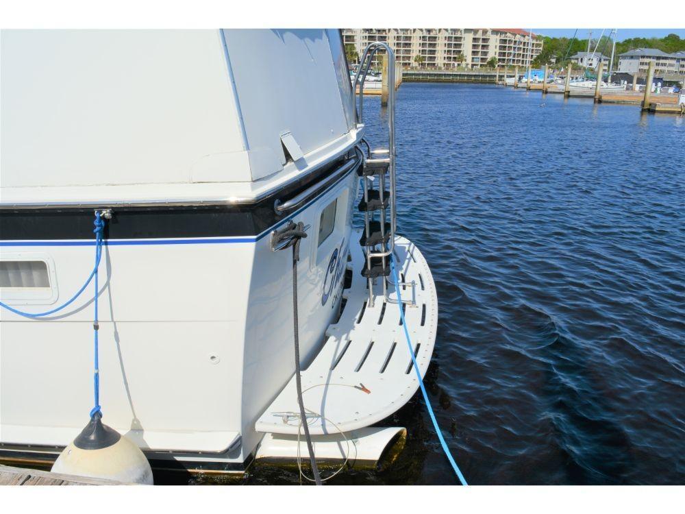 Hatteras 58 Motor Yacht - Swim Platform