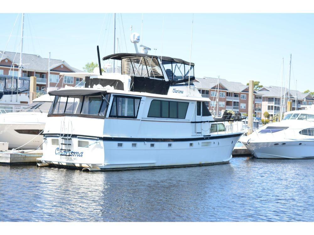 Hatteras 58 Motor Yacht - Starboard Corner