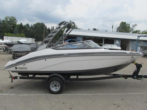 2020 Yamaha boat for sale, model of the boat is 195S & Image # 2 of 33