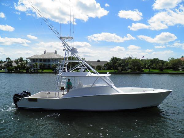2009 42' American Custom Yachts 42 Walk Around